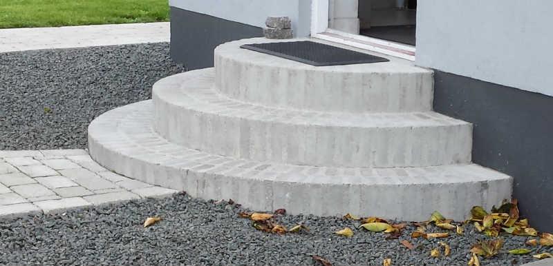 Hvordan laver man en trappe af sten