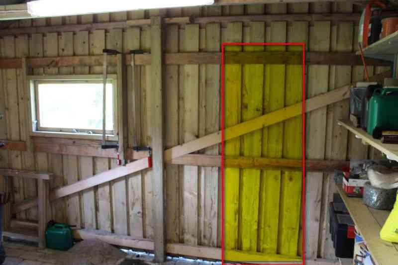 Gavl hvor dør skal monteres på dør til skur
