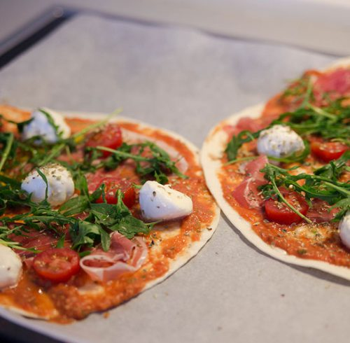 tortillapizza med hjemmelavet pizzasauce