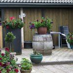 Indret med whiskytønder til haven